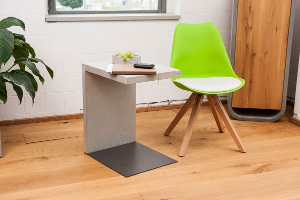 tabula artifex | Concrete side table with steel foot