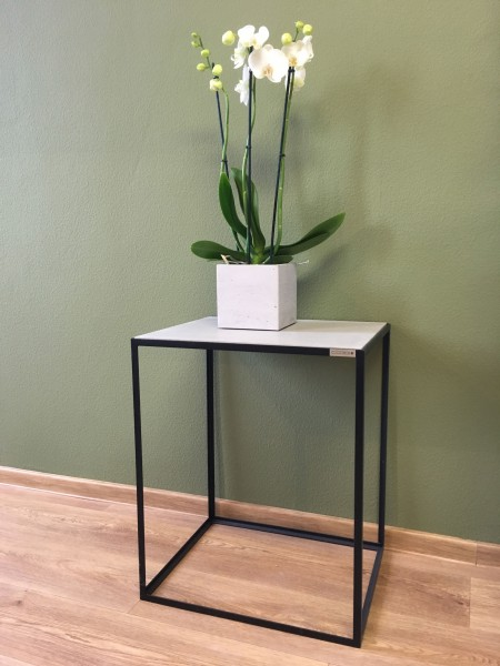 tabula gracilis | Concrete and Steel Side Table (filigree)
